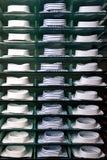 Mensola con le camice in memoria Fotografia Stock Libera da Diritti