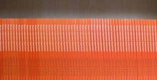 Mensola dei libri di fisica Fotografia Stock
