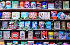 Mensole con i contenitori di caramella nel negozio della caramella Fotografia Stock Libera da Diritti