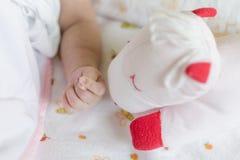 Mensonge de la main de Babie décontracté Photos libres de droits