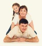 Mensonge heureux de famille, concept heureux Photo libre de droits