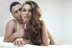 Mensonge mignon de couples Image stock