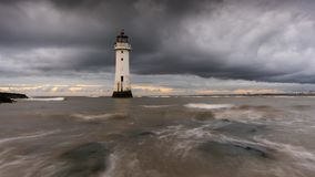 Mensonge nuageux lourd au-dessus de nouveau Brighton Lighthouse image libre de droits