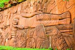 Mensonge vers le bas soulagement de bas de Bouddha Leshan Photos stock
