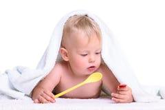 Mensonges caucasiens de bébé photographie stock