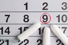 Menstrual kalendarz z tamponami i ochraniaczami Miesiączka czas Higiena i ochrona zdjęcia royalty free