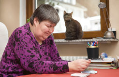 Mentally disabled woman playing cards, therapeutic at everyday l Royalty Free Stock Photos