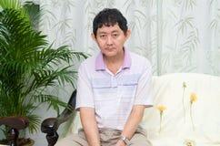 Mentalmente - uomo asiatico disabile fotografie stock