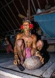 Mentawai在家坐部落的人 免版税库存照片