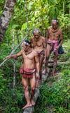 Mentawai部落的人打猎 免版税库存照片