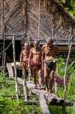 Mentawai部落的人打猎 库存图片