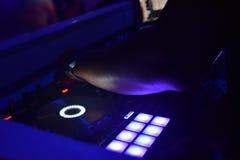 Mente aperta del miscelatore del DJ con i toni dei blu Immagini Stock