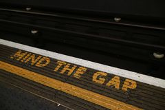 Mente do ` o sinal do ` de Gap situado no subterrâneo de Londres Fotos de Stock