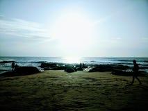 Mente fresca de passeio do amanhecer do litoral do nascer do sol fotos de stock royalty free