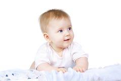 Mentira bonita feliz del bebé imagen de archivo libre de regalías