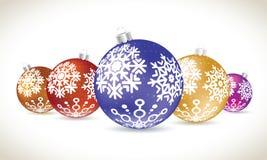 A mentira colorida das bolas do Natal ajustou-se para a decoração da árvore de Natal Imagem de Stock