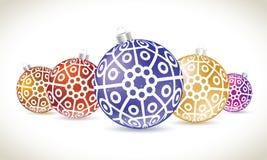 A mentira colorida das bolas do Natal ajustou-se para a decoração da árvore de Natal Foto de Stock