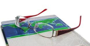 Mentira de los vidrios en el libro Foto de archivo libre de regalías