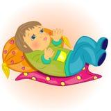 Mentira del bebé de la historieta en carácter de bed.cute   Foto de archivo