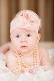 Mentira del bebé en cama Imagenes de archivo