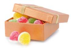 Mentira del caramelo de dos frutas cerca del rectángulo Fotos de archivo