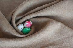 Mentira dos ovos da páscoa no despedida Imagem de Stock Royalty Free