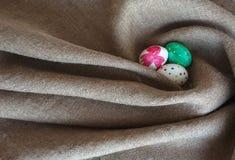 Mentira dos ovos da páscoa no despedida Imagem de Stock