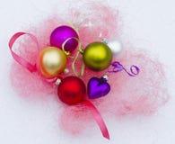 Mentira en los juguetes del Año Nuevo de la nieve Foto de archivo libre de regalías