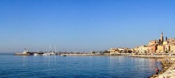 Menton - bello villaggio sul Riviera francese nel sud di immagine stock libera da diritti