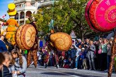 Menton cytryny festiwal 2019, Uliczny Carnaval, Fantastyczny światu temat, artysty portret fotografia stock
