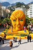 MENTON, FRANCIA - 20 DE FEBRERO: Arte hecho de limones y de naranjas en el festival famoso del limón (Fete du Citron) Foto de archivo libre de regalías