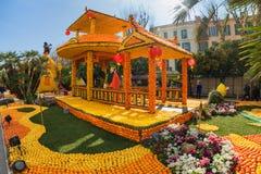 MENTON, FRANCIA - 20 DE FEBRERO: Festival del limón (Fete du Citron) en la riviera francesa El tema para 2015 era: Tribulaciones  Fotografía de archivo libre de regalías