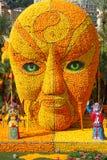 MENTON, FRANCIA - 20 FEBBRAIO: Festival del limone (Fete du Citron) sul Riviera francese Il tema per 2015: Tribolazioni di un lim Fotografia Stock