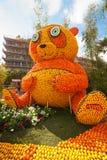 MENTON FRANKRIKE - FEBRUARI 20: Pandabjörn som göras av apelsiner och citroner på citronfestivalen (Stor fest du Sötcitron) på de Royaltyfria Foton