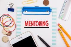mentoring Motivación del negocio, concepto de la carrera del éxito Escritorio de oficina con efectos de escritorio y el teléfono  Imagenes de archivo