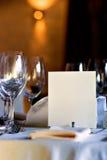 Menu in bianco sulla tabella del ristorante Immagine Stock