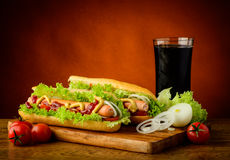 Menu, cola e verdure dell'hot dog Fotografia Stock Libera da Diritti