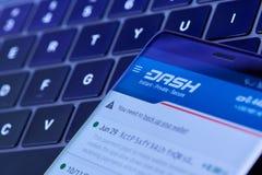Menu cripto da carteira de Dashcoin na tela do smartphone fotografia de stock