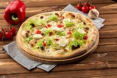 Menu da pizaria do restaurante com pizza deliciosa Caesar do gosto imagens de stock royalty free