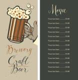 Menu de bière avec les listes des prix et le verre de bière à disposition illustration libre de droits