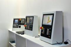 Menu de computador para controlar a máquina industrial moderna do CNC da metalurgia imagem de stock royalty free