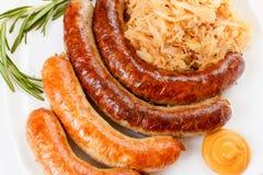 Menu de Oktoberfest, placa das salsichas e chucrute Imagem de Stock Royalty Free