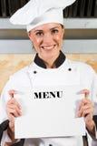 Menu della holding del cuoco unico Immagine Stock