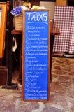 Menu della lavagna dei tapas in Spagna Fotografie Stock Libere da Diritti