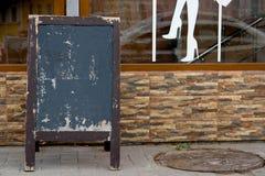 Menu deska na ulicznej pobliskiej kawiarni lub restauracja bez teksta na nim Fotografia Royalty Free