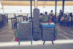 Menu deska przed plażową restauracją 2 Zdjęcia Stock