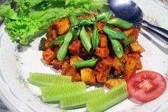 Menu indonésio tradicional do balado picante da batata imagem de stock