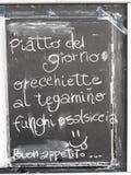 Menu italien typique écrit sur un tableau noir Photos stock