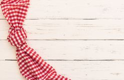 Menu karciany tło, biała drewniana stół powierzchnia z nieociosaną czerwienią sprawdzał tablecloth Fotografia Royalty Free