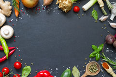 Menu karmowy kulinarny ramowy pojęcie na czarnym tle zdjęcie royalty free